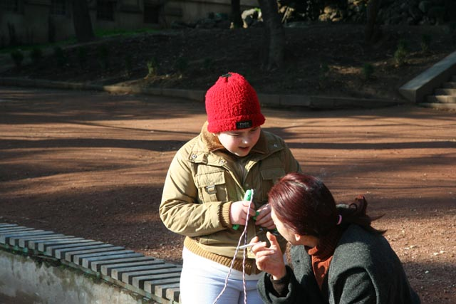 トビリシの公園の親子(a boy and the mother at a park in Tbilisi)